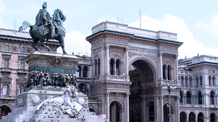 vittorio emanuele ii statue, galleria vittorio emanuele, piazza del duomo, milan italy, neoclassical architecture, georgian style architecture, things to see in milan, what to do in milan, equestrian statues