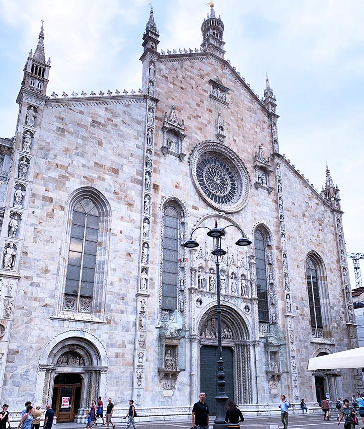 como cathedral, duomo di como, cattedrale di santa maria assunta, como church main entrance, west church facade, rose window, lake como, italy, things to see in como, what to do in como
