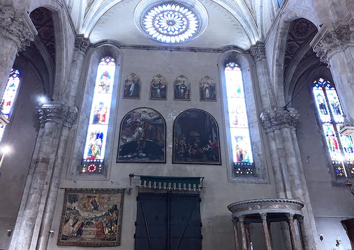como cathedral, duomo di como interior, cattedrale di santa maria assunta, como church inside, church altar, rose window, lake como, italy, things to see in como, what to do in como