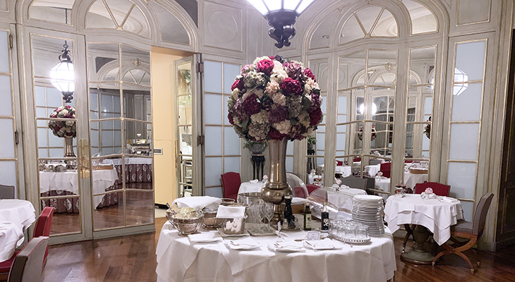 santa maria novella hotel, hotel dining room, floral arrangement, red roses, florence italy, northern italy, firenze hotel