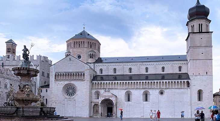 piazza duomo, cathedral of san vigilio, trento duomo, cattedrale di san vigilio, basilica of saint vigilius, trento italy, adige valley, northern italy, what to see near trento, what to do in trento, trentino, alto adige,