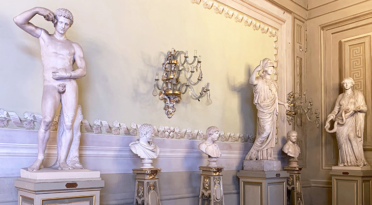pitti palace, sculptures, statues, sculpture gallery, giustiniani athena, roman athlete, early roman, palazzo pitti, medici palace, florence italy, firenze, italian castles,