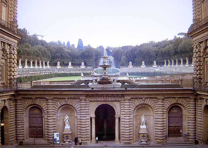 pitti palace, palazzo pitti, medici palace, florence italy, firenze, italian castles, boboli gardens, courtyard, fountain, statues, amphitheatre