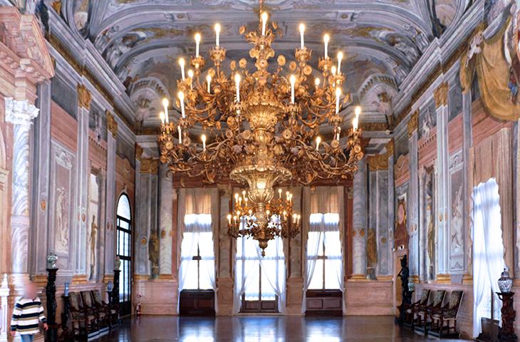 grand canal palazzos, venice italy, ca rezzonico, family palace, bon family castles, historic palaces, giambattista rezzonico palazzo, ballroom, ceiling frescos, venetian artists, crosato, paintings, colonna, baroque, rococo, venetian architecture,