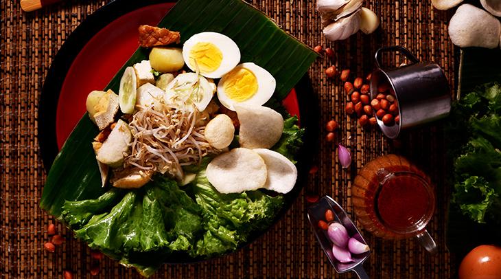 eggs, leafy vegetables, salad, lettuce, nuts, fresh food, healthy eating