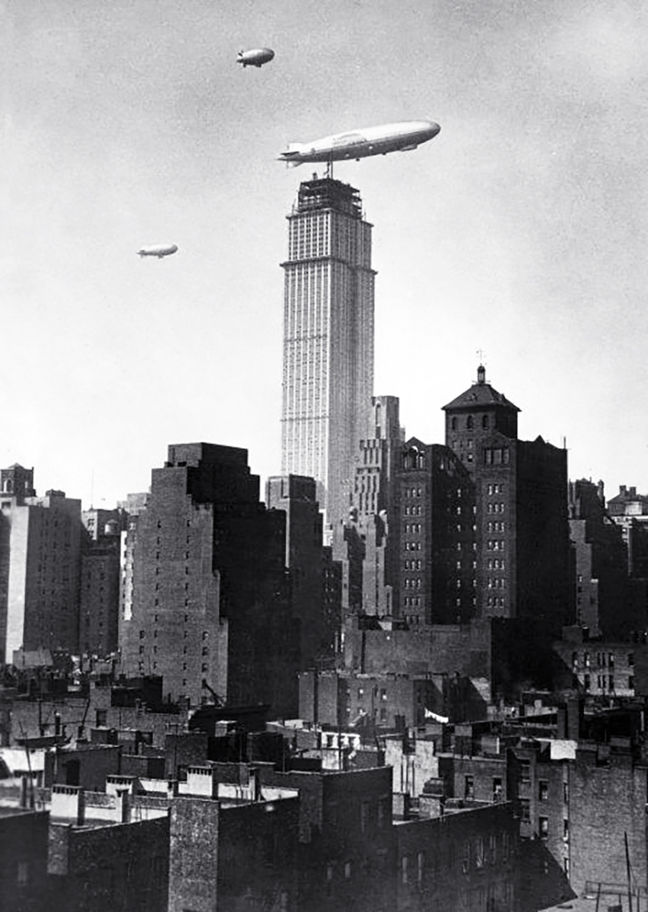 empire state building, manhattan, 350 fifth avenue, new york city, worlds tallest building, iconic, art deco, skyscraper, office tower,dirigible, blimp, airship, 1930, us navy, aviation, uss los angeles ZR 3, zeppelin,