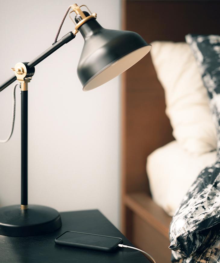 bed, lamp, smartphone, sleep time